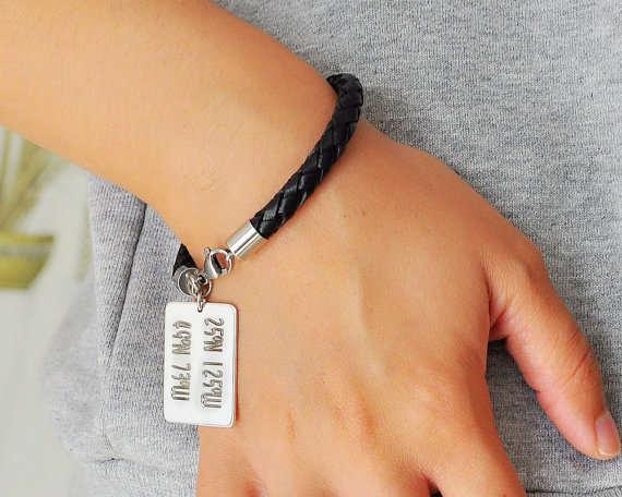 15e61e7cdd7b placeholder Moda personalizada coordinar pulsera de cuero grabado Latitud  Longitud Etiqueta de plata encanto personalizado pareja joyería
