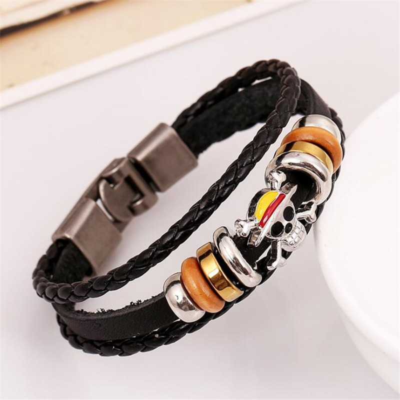 Hot New Anime One Piece Bracelet Pirates Logo Cosplay Accessories Badge Cattlehide Knit Alloy Bracelet Black Fans Gift Europe