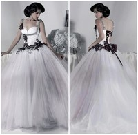 Victorian Gothic Wedding Dress 2019 Ball Gown Tulle Appliques Sequins Beaded Straps Lace Up Back White and Black Wedding Dress