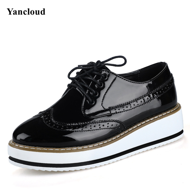 ФОТО Vintage Flat Platform Oxford Shoes for Women 2017 Thick Bottom Brogue Shoes Women Flats Creepers Patent Leather Shoe