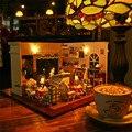 Montagem DIY casa de bonecas de madeira / café casa de boneca miniaturas com luz música de capa de poeira