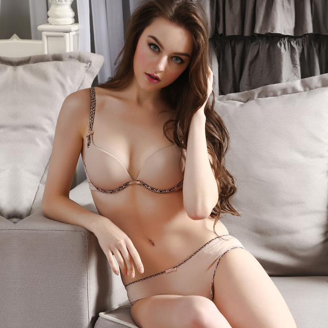 3fa69d74ff1 2016 high quality sexy smooth Seamless bra gather deep V-piece rims pushing  up bra