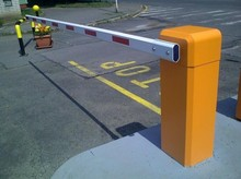 Vehicle Boom Barrier operating with UHF reader for access control Remote control to operate the barrier gate