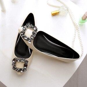 Image 5 - BEYARNEผู้หญิงPUสิทธิบัตรหนังรองเท้าแฟชั่นpointed Toeคริสตัลเพชรผู้หญิงสบายๆรองเท้าส้นแบน