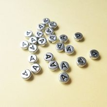 500 Prata Letra A Beads 4*7 pçs/lote MM Plano Coin Forma Redonda Acrílico Plasitc Jóias Alfabeto Contas Alfabeto Character Bead