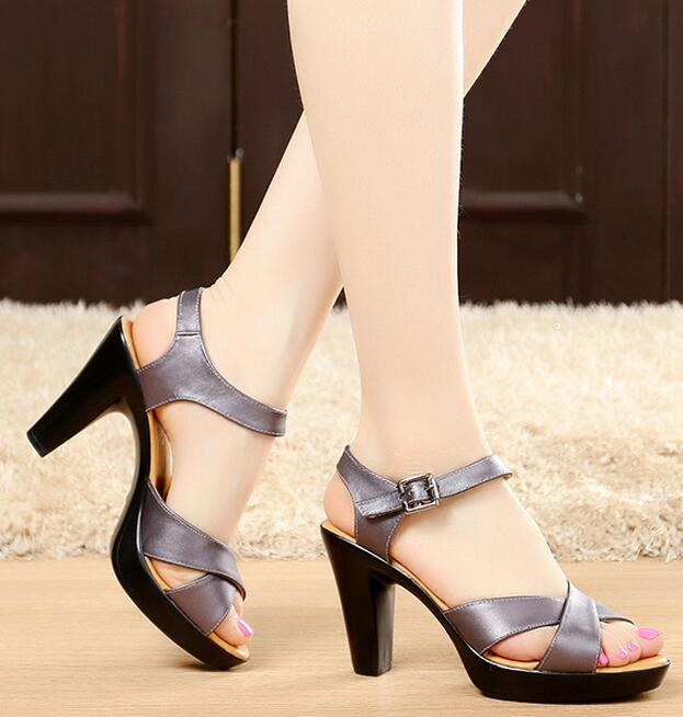 все цены на Designer Women Gladiator High Heels Sandals Genuine Leather Summer Pumps Shoes Peep Toe Roman Size 32-43 White Black Sandalias онлайн