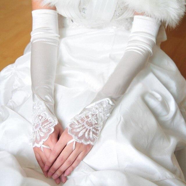 Longo Branco Marfim Luvas de Casamento Luvas Sem Dedos Para Noivas Barato 2017 Lace Frisada Apliques Mão Acessórios Cotovelo Vermelho
