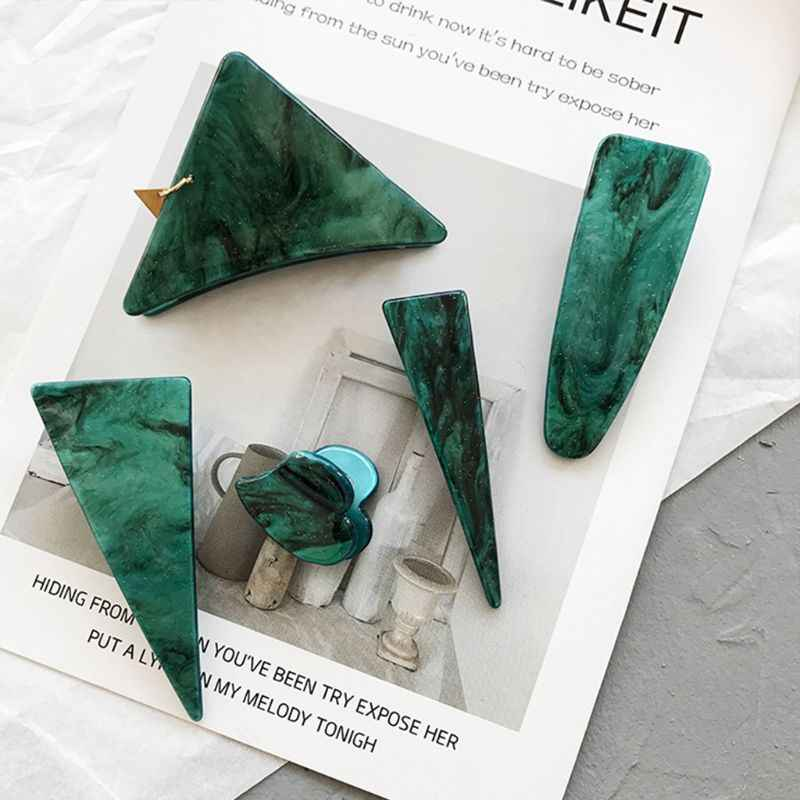 สไตล์ญี่ปุ่นหญิงสาวเรขาคณิตสามเหลี่ยม Claw ผมคลิปเครื่องประดับ Vintage Textured Emerald สีเขียว Mini Bangs Barrette
