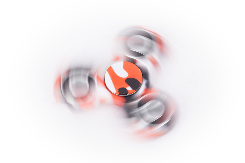 camouflage hand spinner spinning red