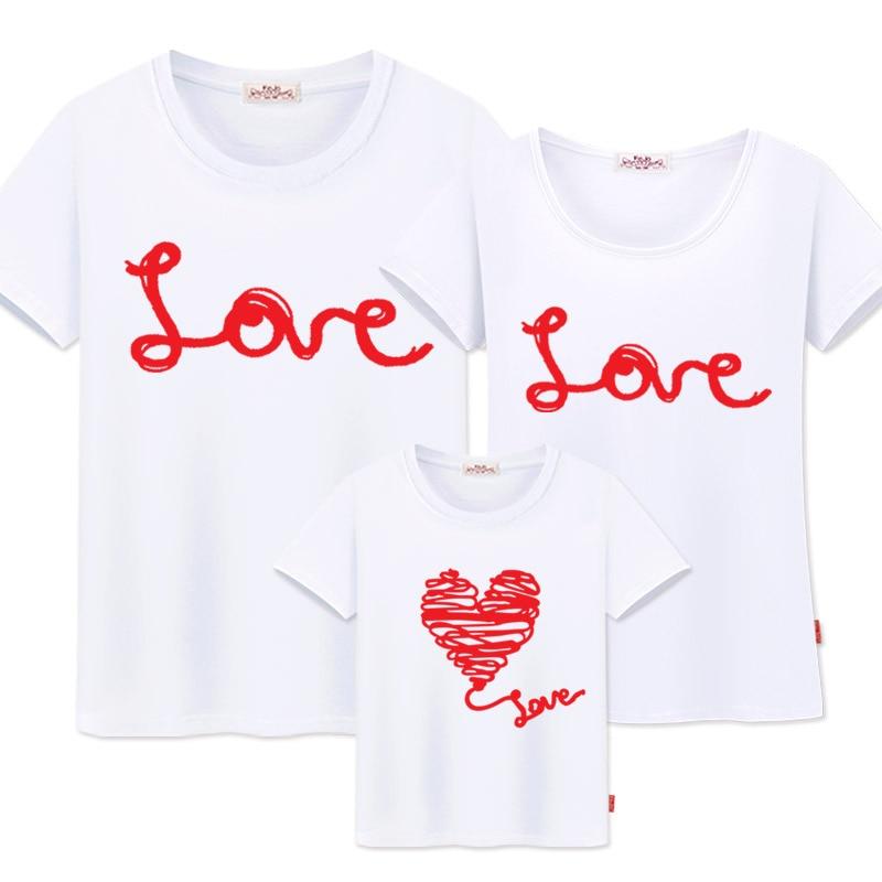 Familja që përputhet me rrobat e nënës dhe vajzave, veshje familjare, duken bluza, nëna, babai, babai, që përputhet me pambuk Dashuria, bluza për familjen