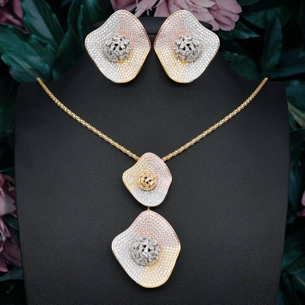 Délicat luxe gemoétrique Super AAA cubique zircone partie mariage DUBAI pendentif collier et boucle d'oreille ensemble de bijoux
