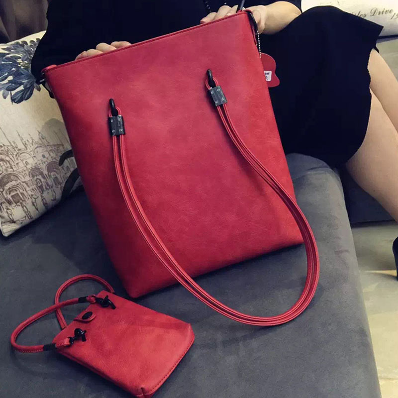 Europe and the United States fashion handcuffs square women bag catwalk youth handbag ladies large package large capacity should hot fashion europe and the united states fashion oil wax kraft handbag vertical section zipper multi color ladies shoulder messe