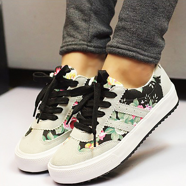 Women Casual Shoes Fashion Floral Women Sneakers Breathable Walking Shoes Lace Up Trainers Flat Canvas Shoes Woman Plus Size