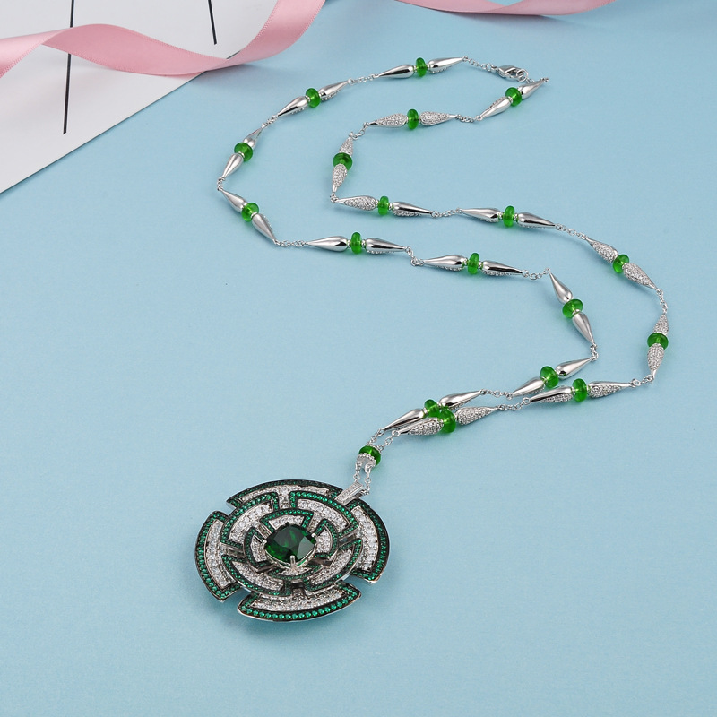 Fashion Jewelry New Bohemian Necklace Style Floral Crystal Necklace Openwork Pattern Pendant Long Chain Female Elegant NecklaceFashion Jewelry New Bohemian Necklace Style Floral Crystal Necklace Openwork Pattern Pendant Long Chain Female Elegant Necklace