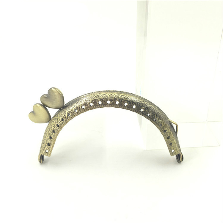 1Pc Bronze Silver Tone Metal Purse Frame Handle Bag Arch Pattern Heart Head Buckle Fashion Kiss Clasp Luggage Accessories 85MM in Bag Parts Accessories from Luggage Bags