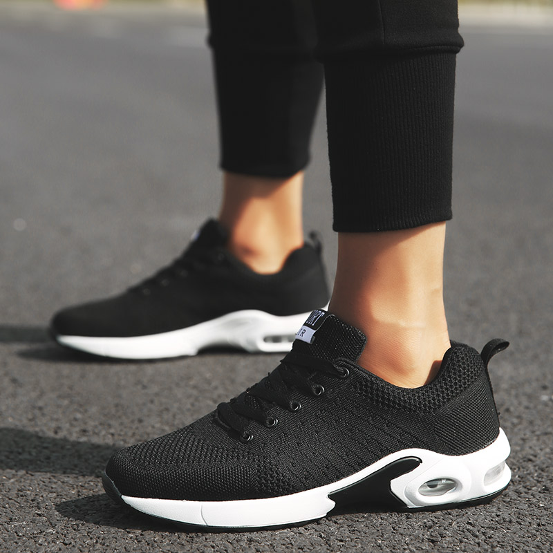 2018 Sneakers Breath Jogging Mens Sports Running Shoes Flying Knit Mens Sneakers Walking Sports Fitness Shoes Men