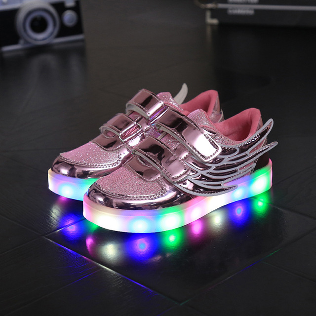 2017 de la moda europea led iluminado sneakers wing diseño divertido del bebé niñas niños shoes moda casual bebé casual shoes