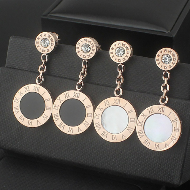 2016 Women's High-Quality Black And White Rhinestone Shell Hanging Letter Rose Gold plated shell Letter Earring