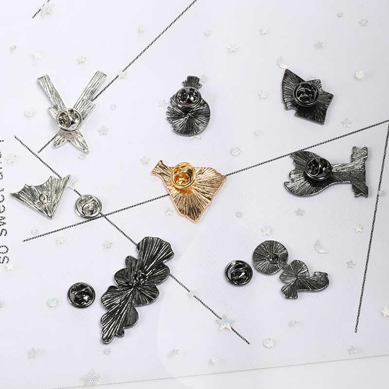 Ilmu Kasar Kata-kata Hitam Tangan Origami Spider Web Rose Belati Bros untuk Pria Lencana Punk Kreatif Enamel Pin Bros Aksesoris