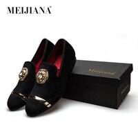 새로운 패션 골드 최고 금속 발가락 남성 벨벳 드레스 신발 이탈리아어 남성 드레스 신발 수제 로퍼