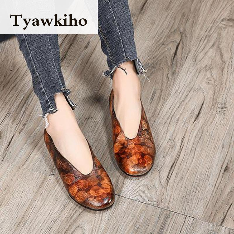 Tyawkiho Soft Leather Women Flats Retro Spring Shoes Low Heel Women Genuine Leather Loafers 2018 Handmade Women Moccasin Slip On handmade women loafers round toe genuine leather flats female soft moccasin gommino breathable boat shoes chaussure xk052506