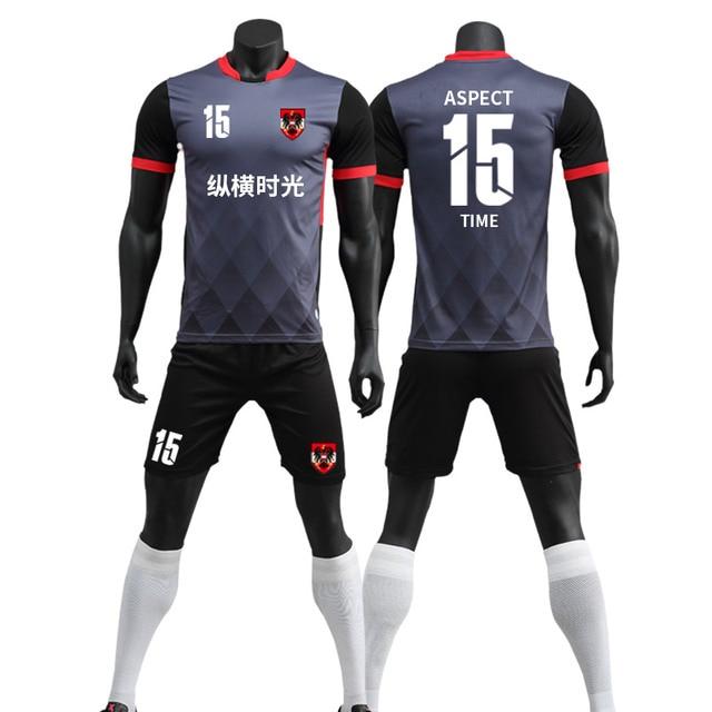 Nuevo fútbol conjunto hombres fútbol entrenamiento fútbol en blanco conjunto  vestido fútbol uniformes personalizados 7c88bd7e4f5da