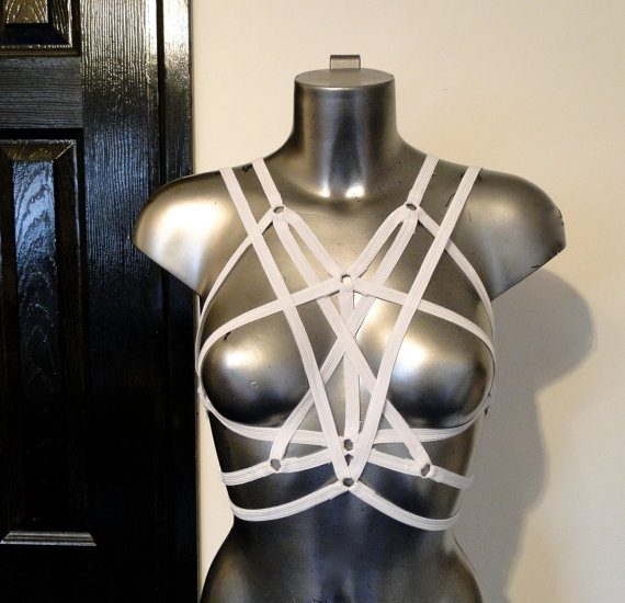 Blanco / negro sujetador del arnés de la correa crop Top Sexy ropa interior Ope jaula arnés Harajuku gótico Pentagram arnés divertido desgaste del Club de Cosplay