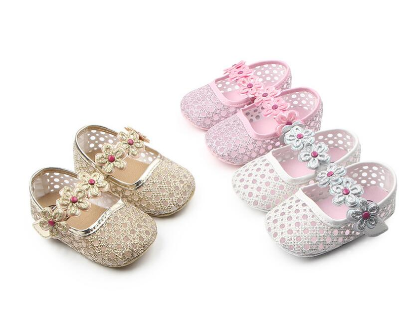 2018 New princess girls shoes Hollowed sequins Newborn baby moccasins toddler baby shoes flower Ballet party shoes soft sole