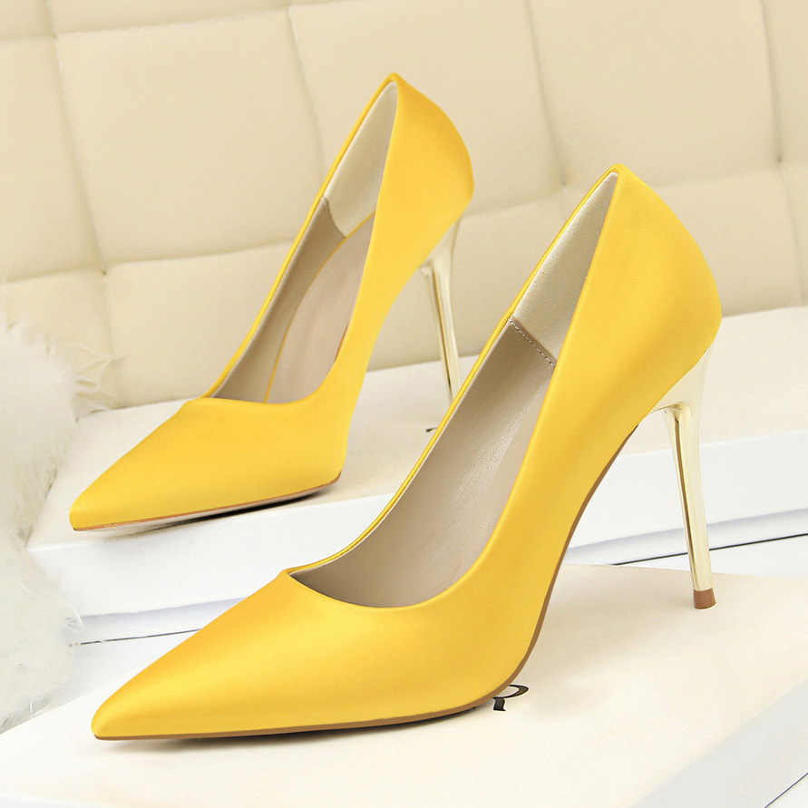 ... 2019 Plus Size 43 Women 10cm High Heels Lady Sexy Glitter Scarpins Satin  Pumps Female Stiletto ... a332305c9b27