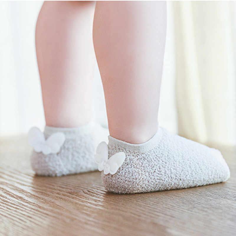 Calcetines antideslizantes para bebés recién nacidos calcetines para niñas de lana de Coral alas de Ángel calcetines de piso corto accesorios de ropa para bebés sólidos