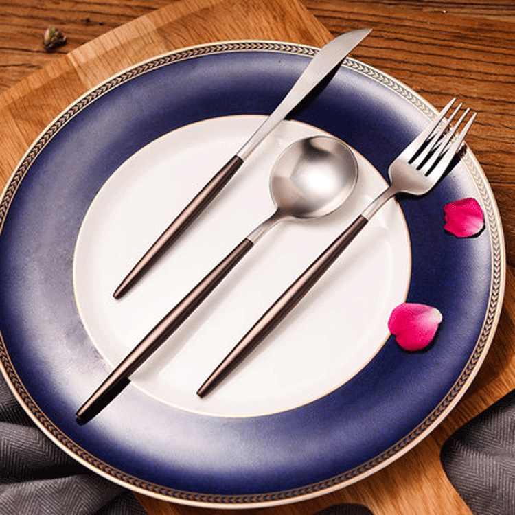 Venda quente 4 pçs preto conjunto de talheres aço inoxidável bife faca garfo colher de chá festa presente cozinha utensílios de mesa conjunto