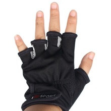 A Pair of Fishing Gloves Anti-slip Half Finger Catch Fish Faster Cotton+Fiber Breathable Winter Handy Tool