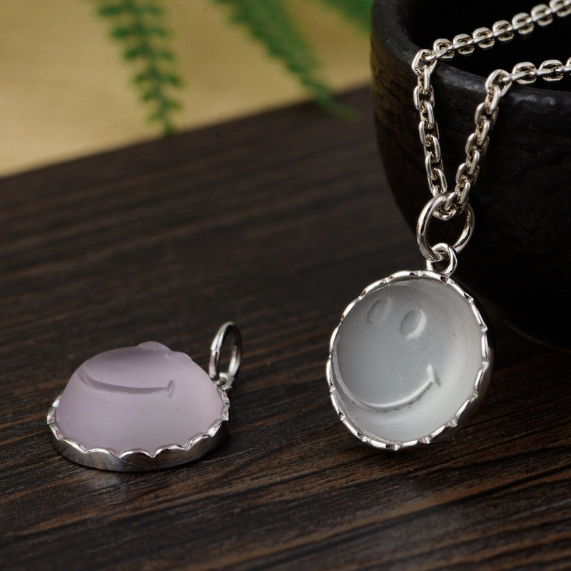 S925 silver inlaid synthetic crystal grain silver pendant smile beautifully minimalist female model