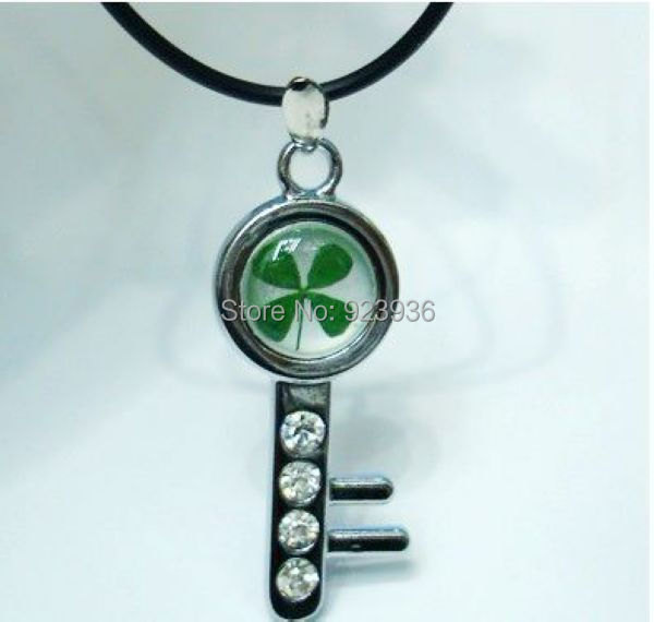 Free Shipping $46  50pcs Real Four Leaf Clover lucky Saint Patrick's Day ' gift Key Style Pendant