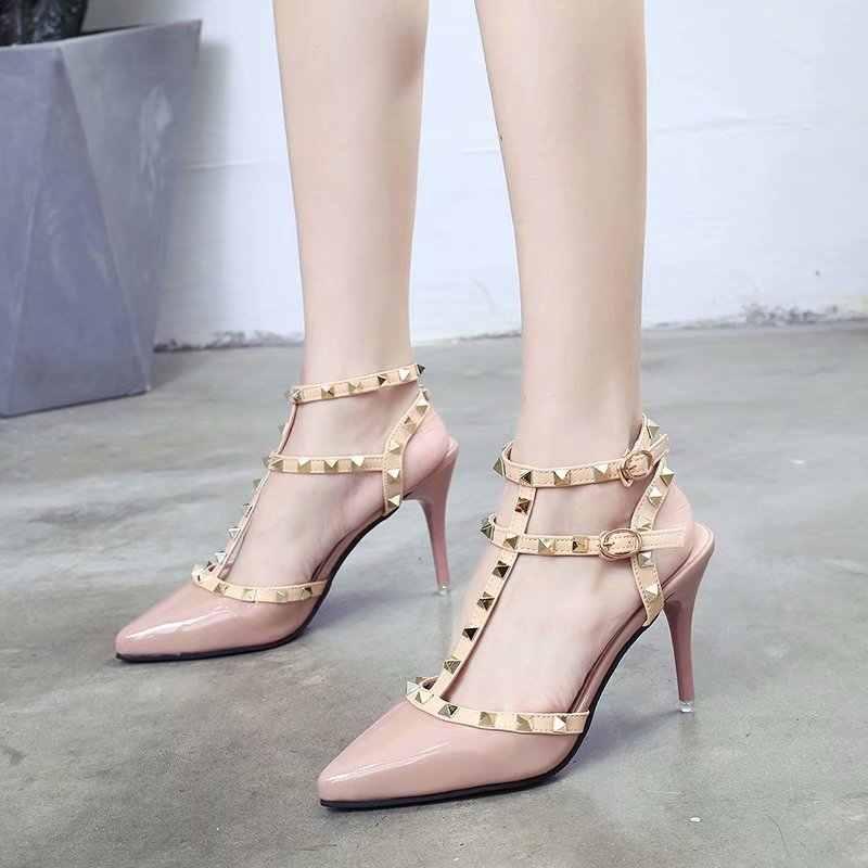 9e01c0d78 Chowaring Mulheres Bombas Dedo Apontado sapatos de Salto Alto Moda Rebites  de Couro Envernizado com Tira