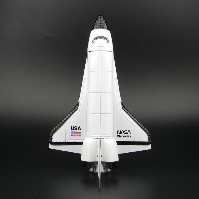 космический корабль с картоном