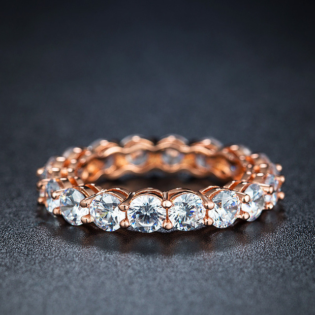 Купить женские большие круглые кольца из розового золота с цирконием