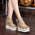 2017 Nova Série de Couro de Cristal Cunha Sandálias de Salto Alto Sandálias Gladiador Mulheres Verão Das Mulheres Sapatas Das Senhoras Sapatos Casuais