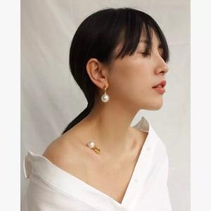 Image 3 - Pendientes colgantes de perlas grandes y redondos para mujer, joyería de diseño, aretes colgantes de oro de alta calidad para mujer, bisutería de marca elegante de lujo