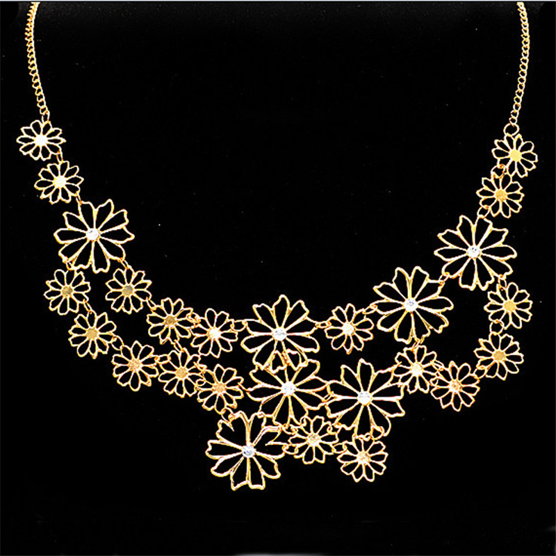 2018 New Arrival Womens Necklaces Fashion Romantic Temperament Sweater Chain Trendy Necklace Designs Camellia Flowers