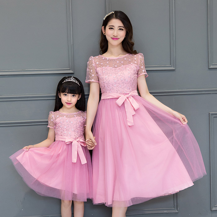 summer dress 2017 mother and daughter clothes family clothing girl short sleeve maxi dresses long pink lace mesh dress with bow family patchwork shirts summer fashion mother and child clothes daughter short sleeve shirt son striped tops kids good outerwear