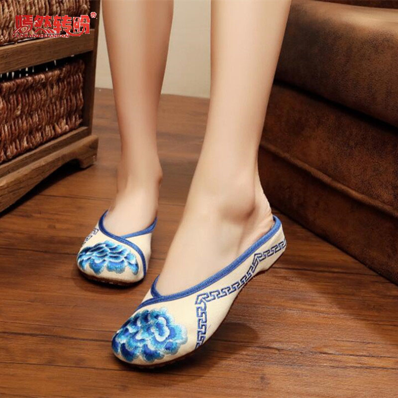 Women Slippers Summer Vintage National Embroidered Chinese Flower Sandals Shoes For Woman Flat Heel Slides Plus Size 41 vintage embroidery women flats chinese floral canvas embroidered shoes national old beijing cloth single dance soft flats