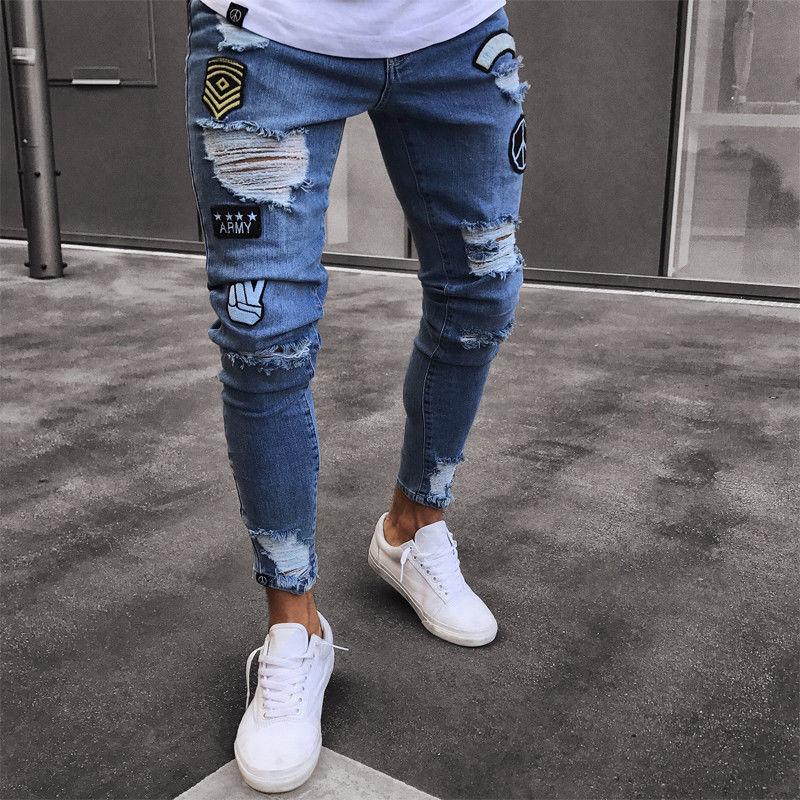 172e06d4212 Для мужчин рваные мужские байкерские джинсы брюки с рваными краями и  потертостями печати вышивка Slim Fit