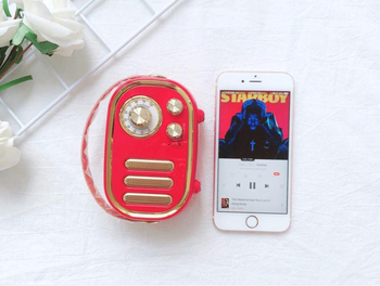 Retro pop portable bluetooth speaker radio lasts 12 hours with plug-in card mini bass stereo