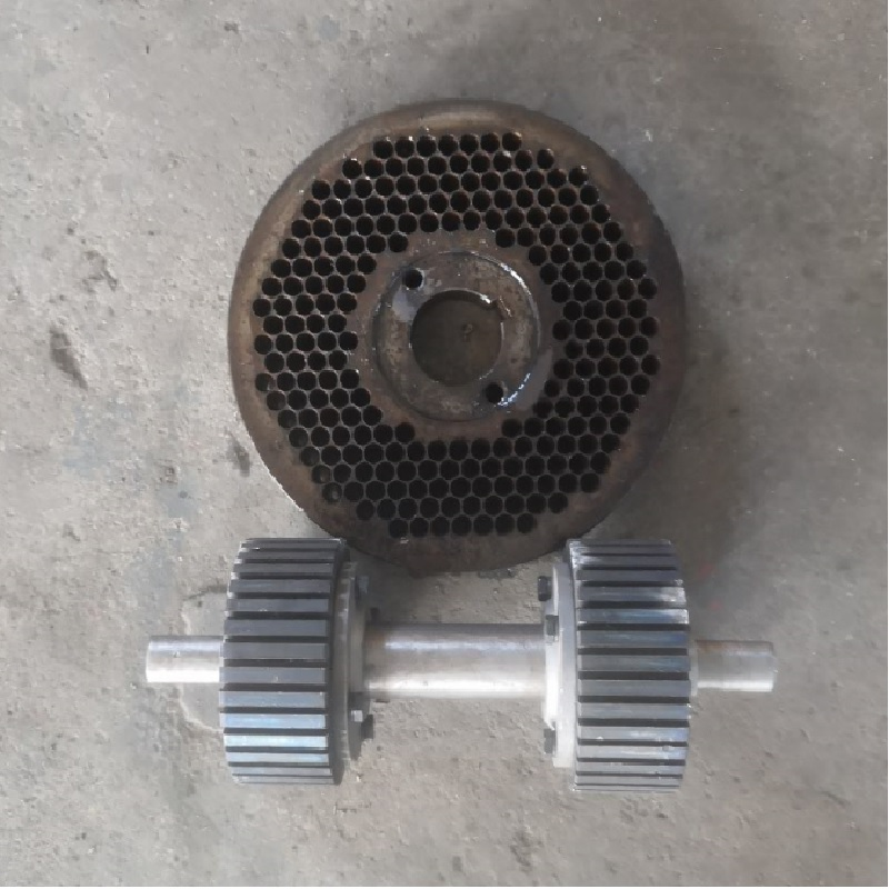 KL200 Feed Wood Pellet Machine Spare Parts A Set Of Roller And 6mm Die