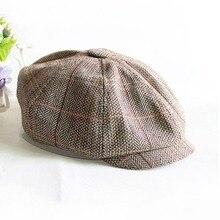 Vendedor de tapa de las mujeres de los hombres octogonal sombrero azul  marino sólido primavera periódico 349f7825c85