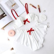 Комплект женского атласного нижнего белья из бюстгальтера и трусиков