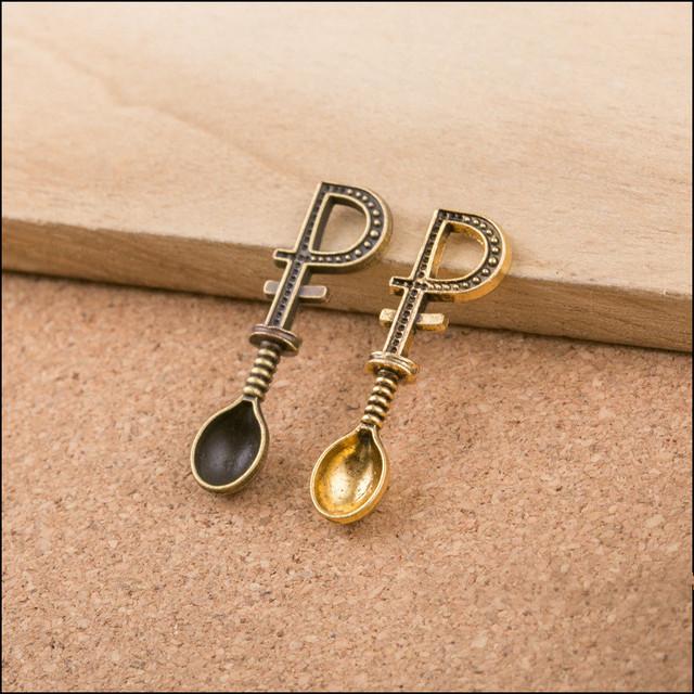 100 PCS Bronze Vintage Cor do Ouro Da Liga Jóias Pingente Encantos Carta De Metal Colher Forma DIY Pulseira 34x10x4mm