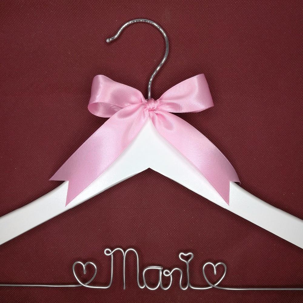 Сватбени закачалки, шаферски подаръци, закачалка за имена, булчински закачалки обичай Булчински подарък бяла закачалка с нос