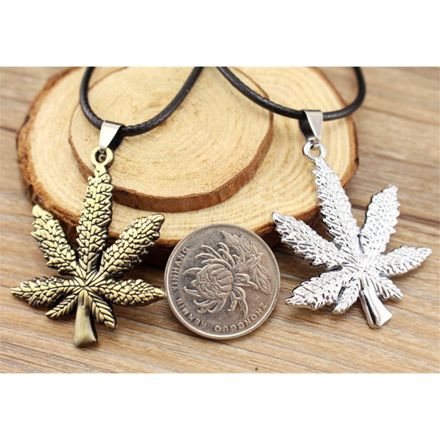 ZN New Gold Silver Plated Cannabiss Small Weed Herb Charm Necklace Maple Leaf Pendant Necklace Hip Hop Jewelry Wholesale 4